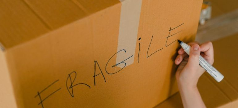 -sign fragile on the box