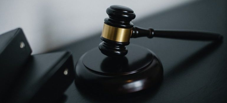 Black and gold steel tool used in court for dealing with negligent movers