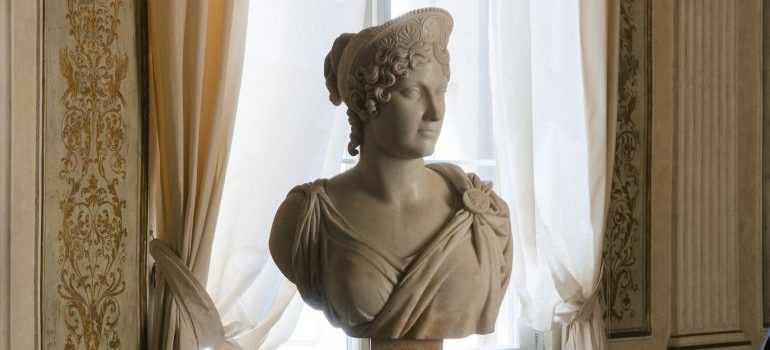 Storing sculptures in NYC requrie knowledge
